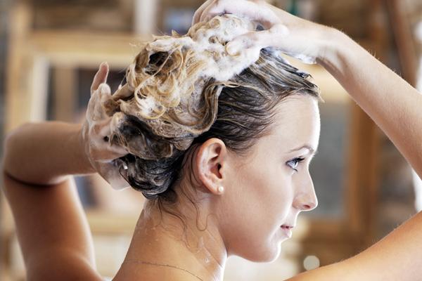 Здоровые волосы с домашними шампунями.